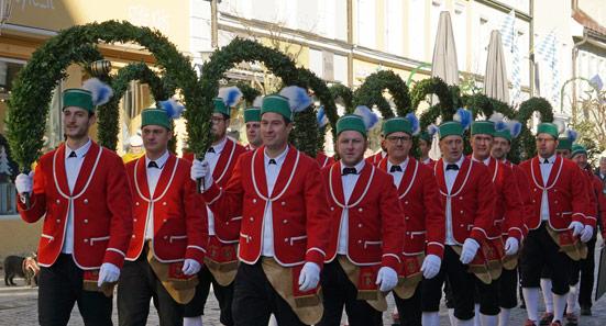 Alle sieben Jahre tanzen die Schäffler in Murnau